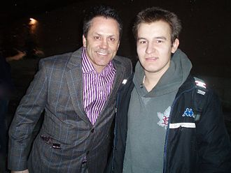 Doug Gilmour - Gilmour (while head coach of the Frontenacs) with sportswriter Djuradj Vujcic in Oshawa.