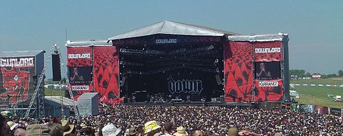 Down playing on the main stage Down at Download Festival 2006.jpg