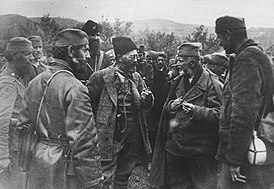 Draža confers with his men.jpg