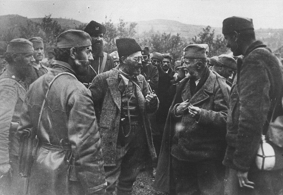 Draža confers with his men