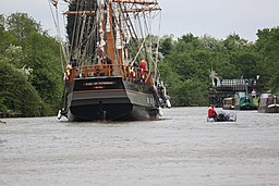 Earl of Pembroke on the Gloucester and Sharpness Canal 05