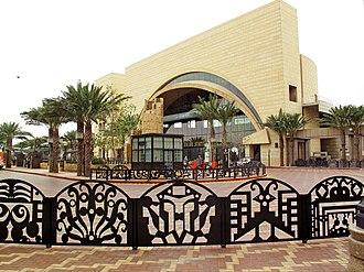 Patsaouras Transit Plaza - The transit plaza and Union Station east portal