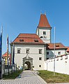 Eberndorf Kirchplatz 1 Augustinerchorherrenstift äußerer Torbau S-Ansicht 28082018 4322.jpg