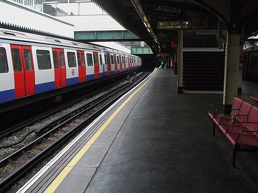 Edgware Road (Circle) stn platform 2 look west