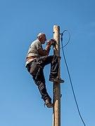 Elektriker bei der Arbeit 0809.jpg