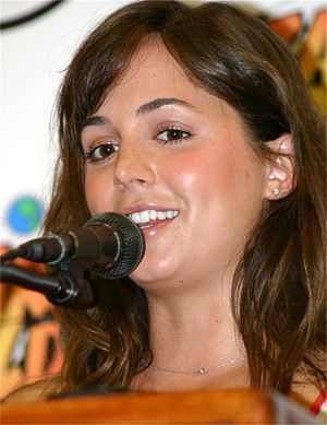 Eliza Dushku - Dushku at Wizard World Comic Con in Philadelphia (May 2004)