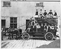 Employees of Belknap Glass Co, Seattle, May 1909 (MOHAI 9926).jpg
