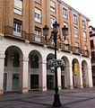 Entrada al Museo Pedagógico de Aragón desde la plaza Luis López Allué de Huesca (España).jpg