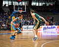 Estudiantes vs Unicaja Málaga - Carl English y Txemi Urtasun - 01.jpg