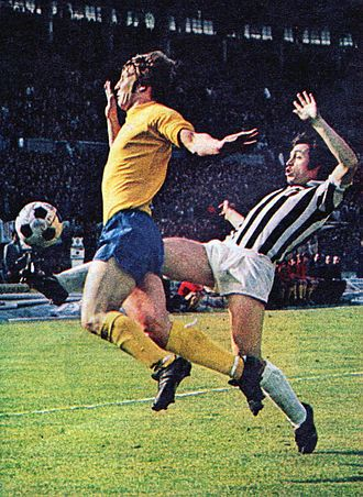 Franco Causio - Causio (right) with Juventus in 1973, against McGovern of Derby County (left), during the semifinal round of the European Cup.