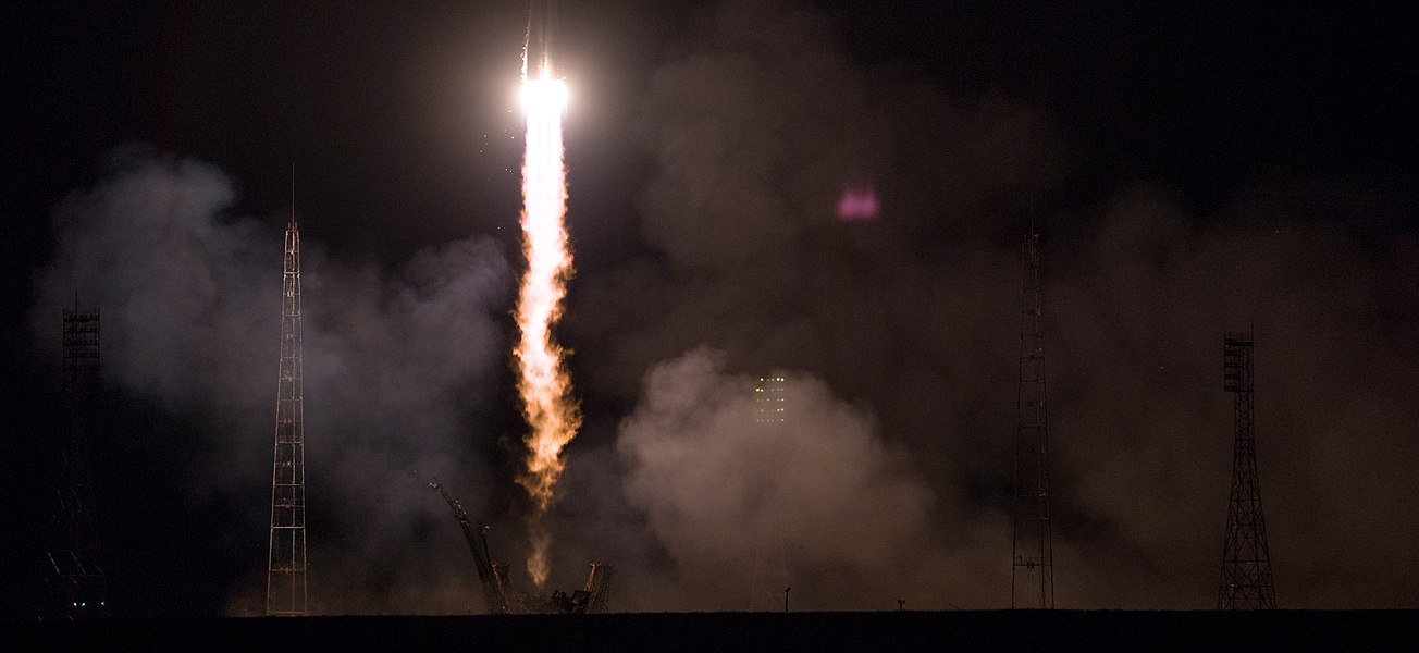 Expedition 55 Launch (NHQ201803210005).jpg