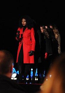 Le Fifth Harmony (di cui Normani in prima fila) in una delle loro performance