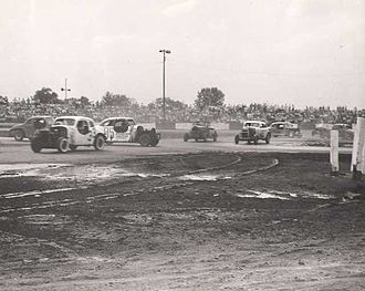 Figure 8 racing - Figure 8 racing late 1940s at the Indianapolis Speedrome