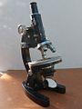 Fine rotative table Microscope 3 (12996681594).jpg