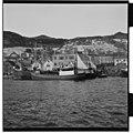 Fiskefartøy ved kai i Måløy.jpg