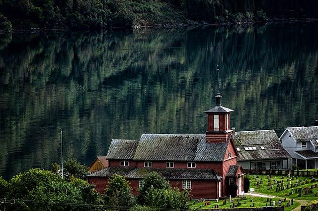 Bilde av Fjærland kirke
