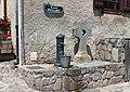 Fontaine de Grust (Hautes-Pyrénées) 1.jpg