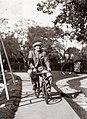 Francisco Salamone en bicicleta.jpg