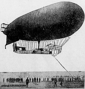 1912 in aviation - A French dirigible.