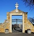 Friedhofsportal 11890 in A-2453 Sommerein.jpg