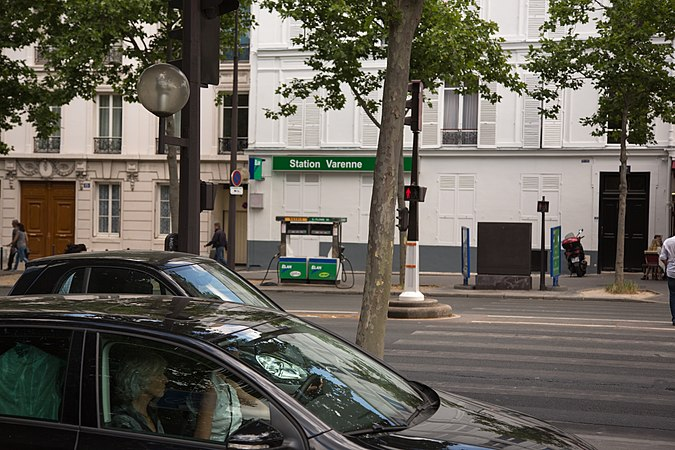 Gas station by a curb in Paris.jpg