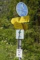 Gemeinsamer Geh- und Radweg mit Wegweisern.jpg