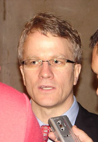 Gerard Kennedy - Kennedy at the 2006 leadership convention, speaking to the media.