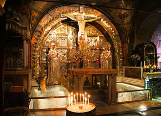 The Altar of the Crucifixion, where the rock of Calvary is encased in protective glass Golgota, chram Boziho hrobu, Jeruzalem.jpg