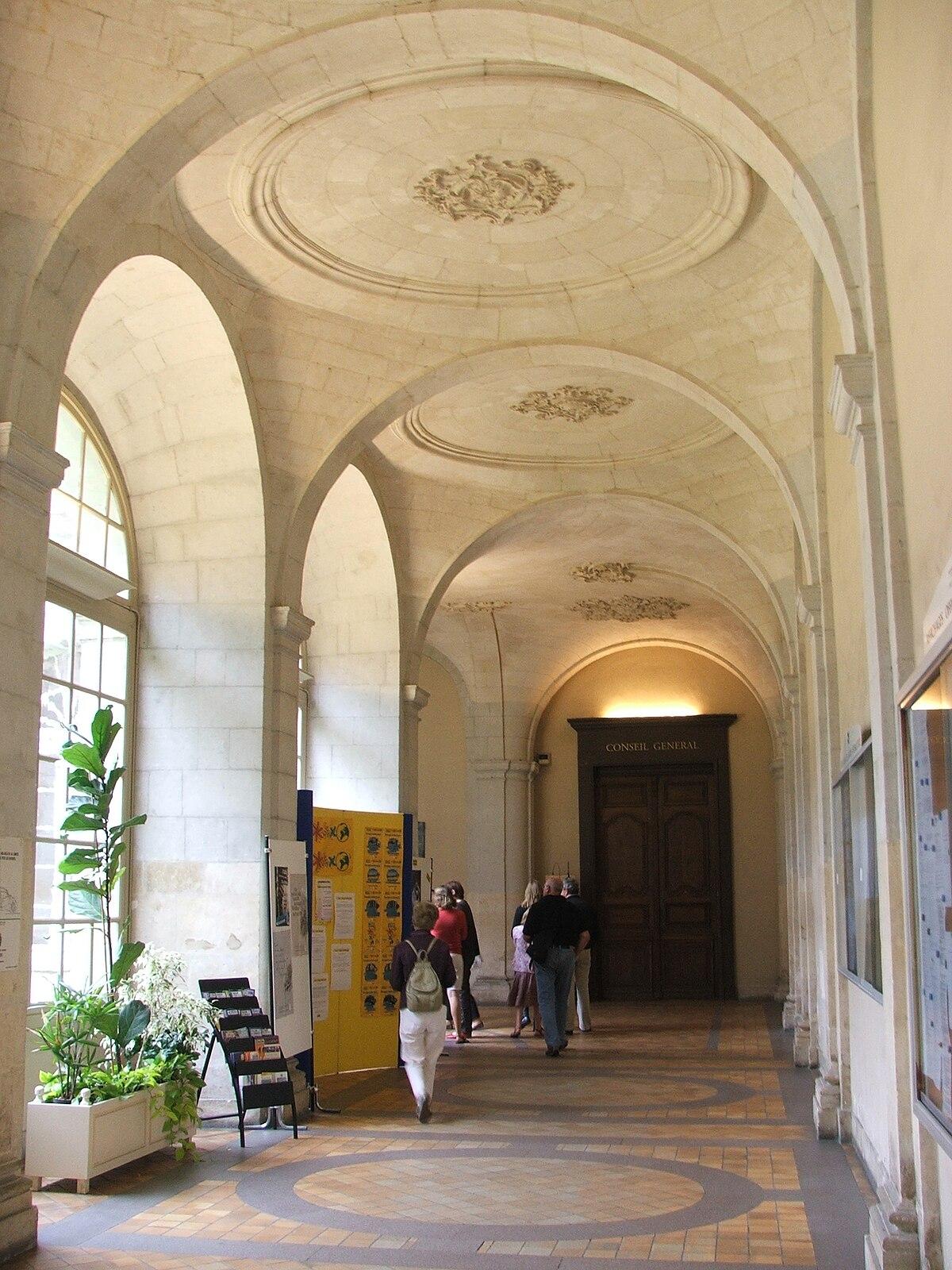Saint-Pierre de la Couture Abbey - Wikipedia