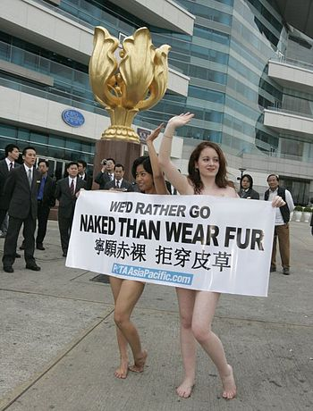 English: PETA AsiaPacific demonstrates at Hong...