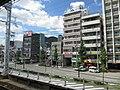 Hankyu Kasuganomichi Station platform - panoramio.jpg