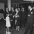 Hare Majesteit en prins Bernhard aanwezig bij premiere van film Elsa de Leeuwin, Bestanddeelnr 919-3531.jpg