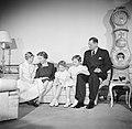Het Deense Koninklijk gezin in hun woning in paleis Brockdorff in Slot Amalienbo, Bestanddeelnr 252-8595.jpg