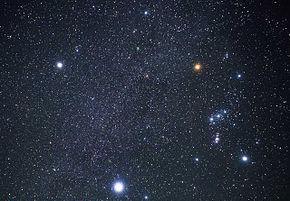 Parte della Cintura di Gould e delle stelle di una vicina regione di formazione stellare formano il gruppo di astri conosciuti in tutto il mondo col nome di costellazione di Orione.