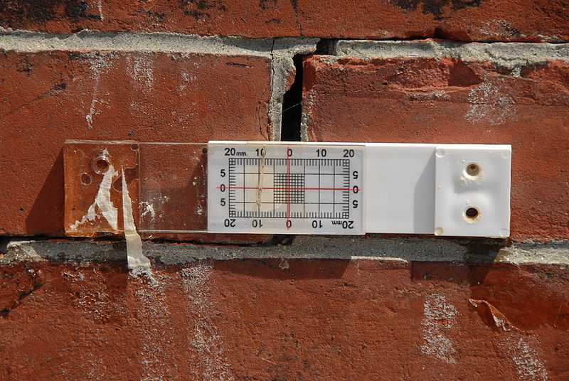 measuring wall crack