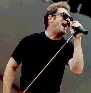 Huey Lewis - Lewis performing in 2006