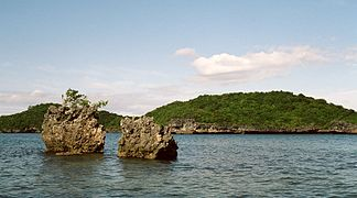 Hundred Islands National Park, Philippines (181769932).jpg
