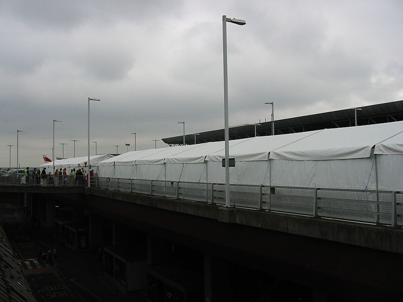 IMG 2558 Tents exterior Heathrow 14 august 2006.JPG