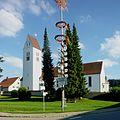 Isny im Allgäu - Beuren, Kirche und Maibaum.JPG