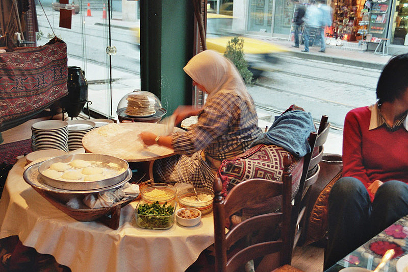 Владельцы ресторанов в Турции ожидают возобновления работы их бизнеса в середине июня