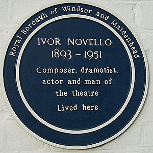 Littlewick Green - Blue Plaque commemorating Ivor Novello on the wall of Redroofs Theatre School at Littlewick Green