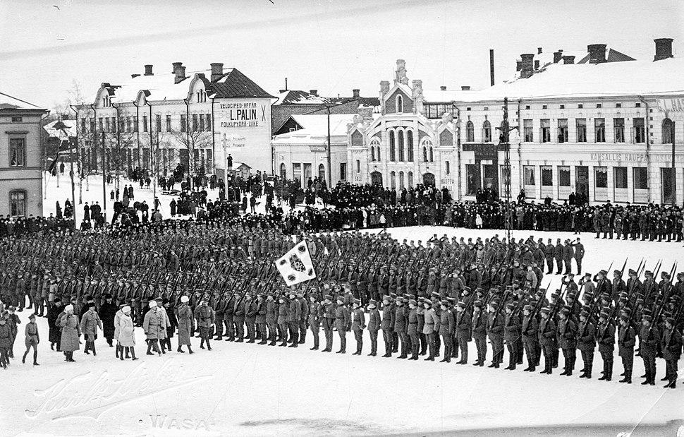 Jääkärien paraati Vaasan torilla 26.2.1918 (26970229625)