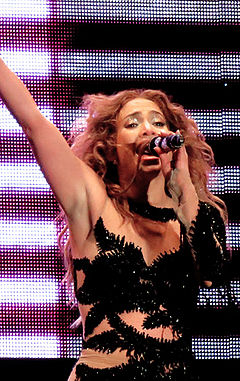 Jennifer Lopez - Pop Music Festival (72) cropped.jpg