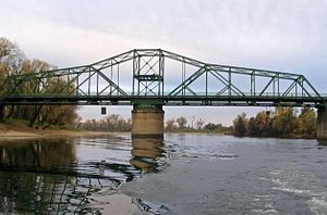 Jibboom Street Bridge - The bridge's swing span in 2004