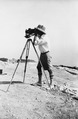 John Lindros fotograferar. Vouni. kamera. Galini - SMVK - C02192.tif