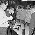 Jongens met padvindershoeden (l) terwijl zij luisteren naar een man, Bestanddeelnr 918-4783.jpg