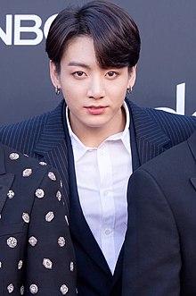 Jungkook on the Billboard Music Awards red carpet, 1 May 2019.jpg