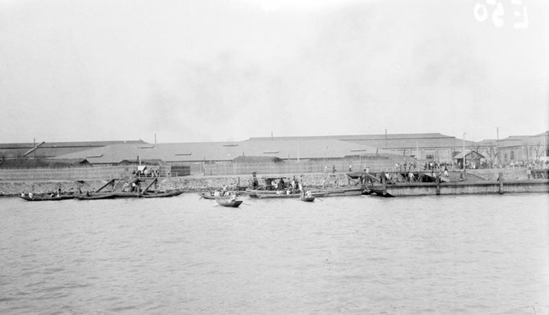File:Junks at Pudong in 1920.jpg