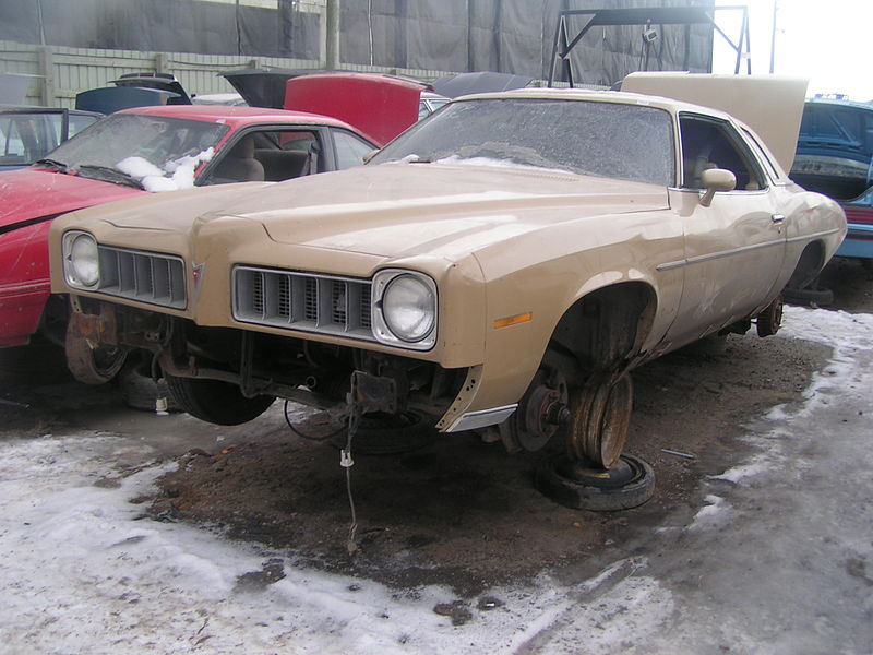 File:Junkyard 1975 Pontiac LeMans (465472362).jpg