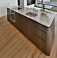 Küchenmittelblock mit Chromstahl Arbeitsplatte.JPG